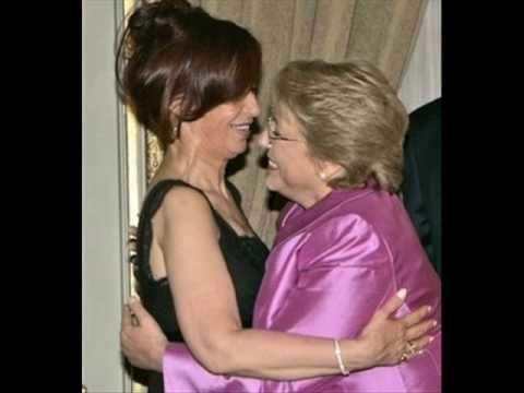 MUJER CONTRA MUJER - Cristina & Bachelet
