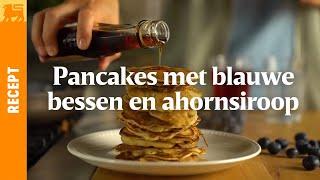Pancakes met blauwe bessen en ahornsiroop