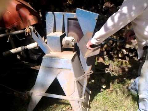Couper du bois avec un tracteur et une scie circulaire sur prise de force youtube - Couper bois avec meuleuse ...