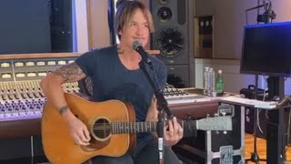 Download Lagu Keith Urban Performs Emotional Tribute To Kenny Rogers MP3