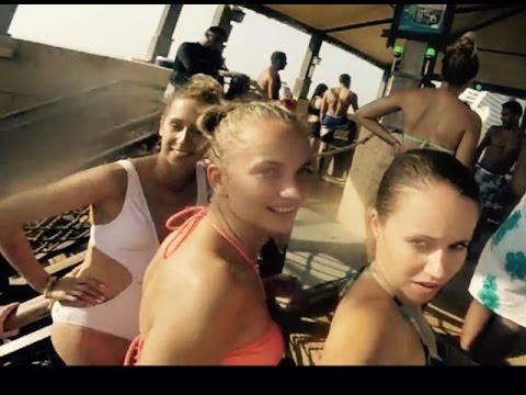 Dubai: Ladies at Wild Wadi Waterpark