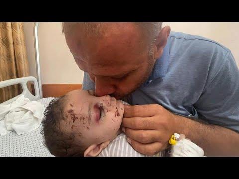 شاهد: أبٌ من غزة يروي كيف قضت غارة إسرائيلية على كل أفراد عائلته وتركت له رضيعا جريحاً ذو خمسة أش…