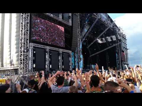 Martin Garrix - Animals (Botnek Edit) LIVE...
