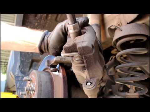 Замена задних тормозных колодок  Ford Kuga 1,6  Форд Куга  2016 года