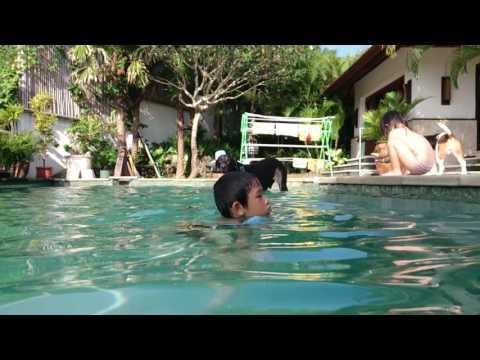 JOS and Qujo swimming for fun