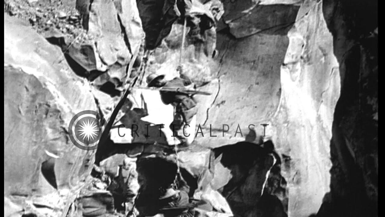 Italian Bersaglieri demonstrate readiness to engage in World War I ...