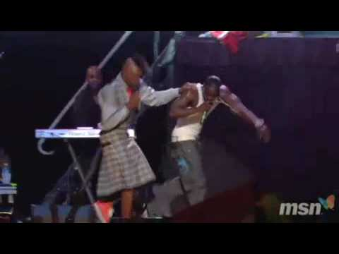 Akon - Smack That (Live Montreal)