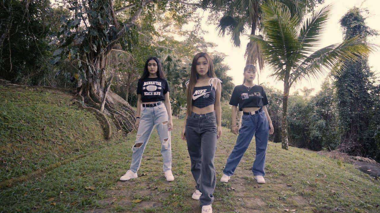 Shivani, Heyoon & Hina Dance To