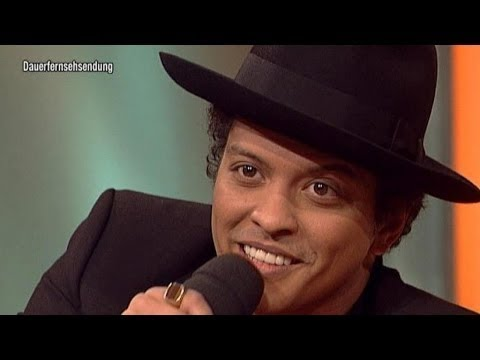 Bruno Mars sings CountryVersion of Marry You!  TV total