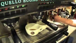 カフェラテの作り方!! come si fa il caffe' latte in ViaQuadronno