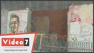 تركيب بوابة حديدية بسور الجرافيتى فى الجامعة الأمريكية