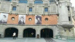 """El collage """"No rai, no gain"""" preside la fachada de Azkuna Zentroa"""
