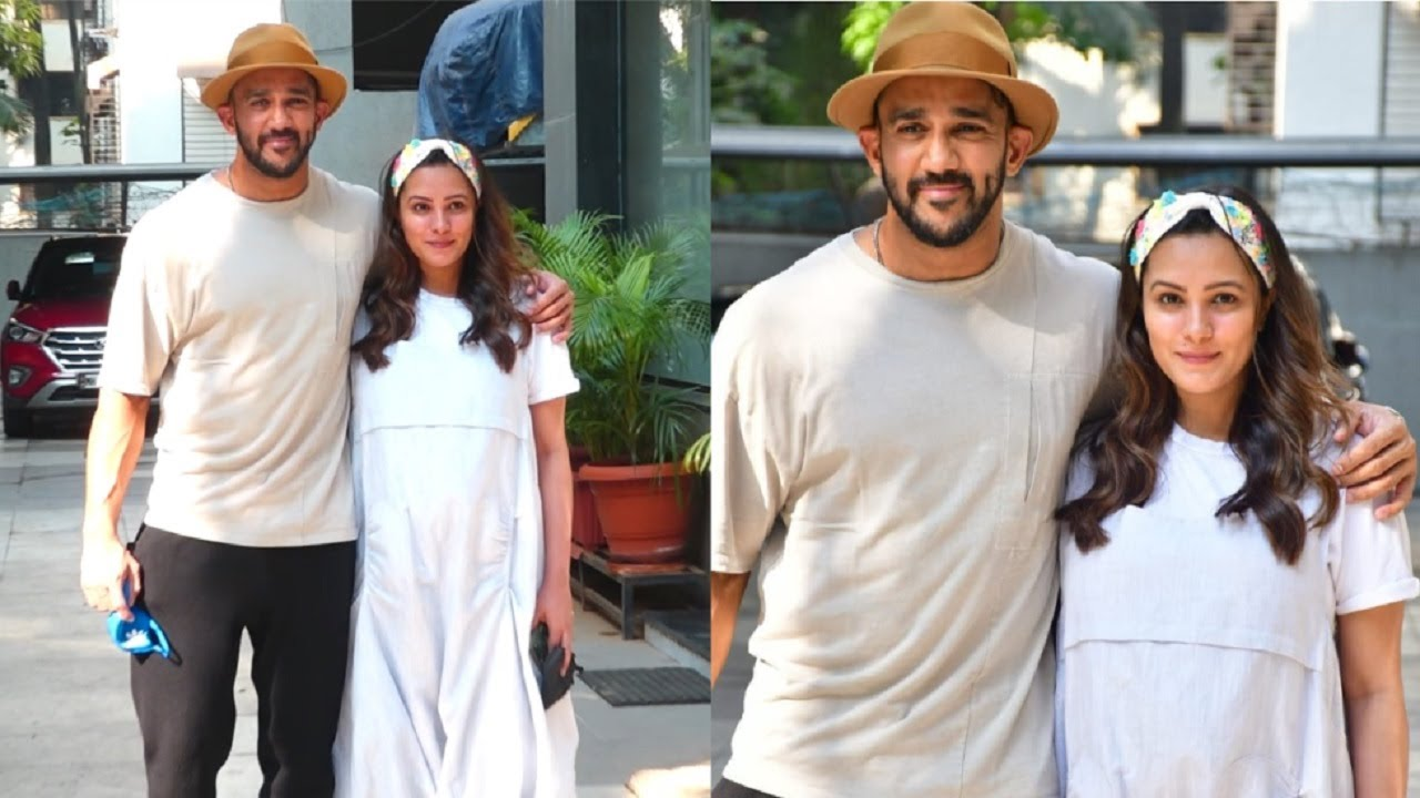 Mommy To Be Anita Hassanandani & Rohit Reddy Look Happy Together Posing For Paps