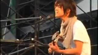 旧恋の予感からを藤巻亮太がソロで弾き語りしています。