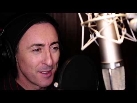 Alan Cumming sings