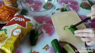Салат с корейской морковью и копчённой колбасой,довольно необычное сочетание,должно прнравится Всем!