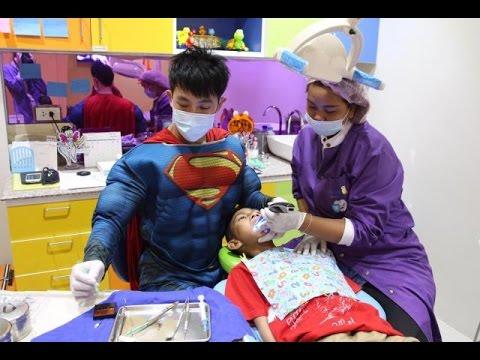 ทันตแพทย์หล่อเฟี้ยวแต่งชุดฮีโร่กำราบเด็กดื้อ