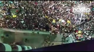 Leitor do Bocão News filma multidão derrubando portão e invadindo prédio na Barra