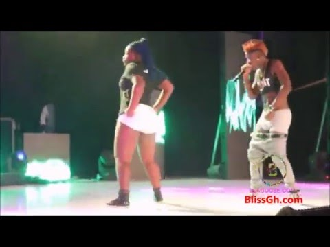 What a WOW! Wisa Greid Removes longtin! On Stage