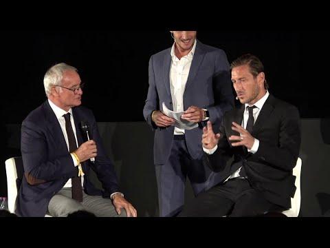 Totti al Colosseo scherza con Ranieri: 'Il calcione a Balotelli? E' colpa tua...'
