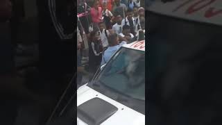 Juvenile Delinquency : Girl student beating policeman at  Port Louis Immigration bus station