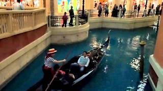 ヴェネチアン・マカオのカナルを遊覧するゴンドラ 美しい歌声のゴンドリア.