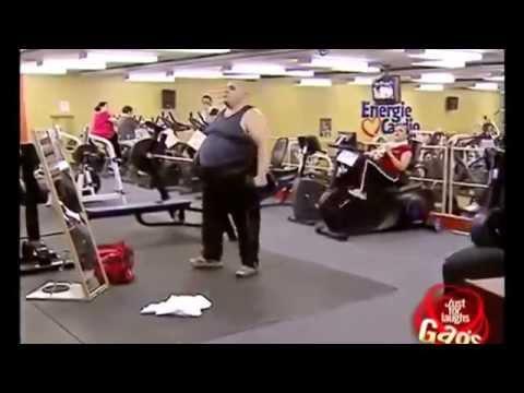 Fetter Mann im Fitness-Studio !