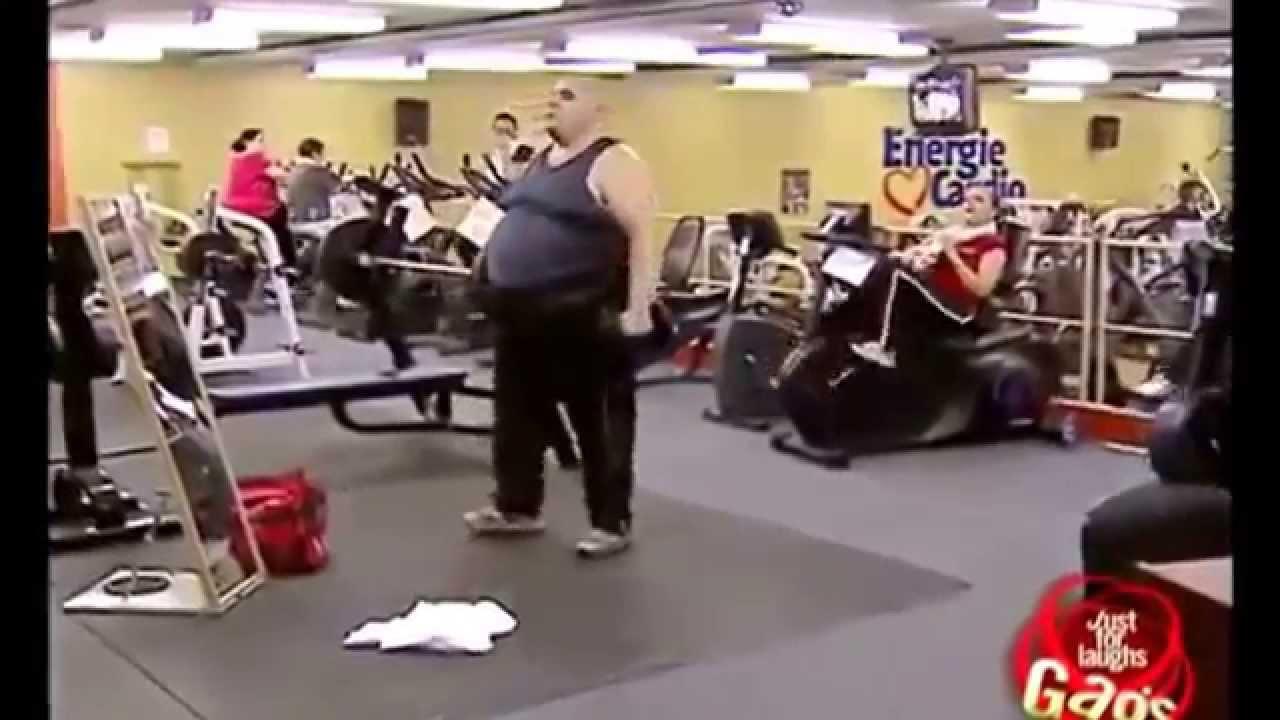 abnehmen im fitnessstudio mann