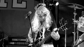 TEN MILES WIDE ~LIVE! Louie G's Fife ( of all places ) BACK BURNER Resimi
