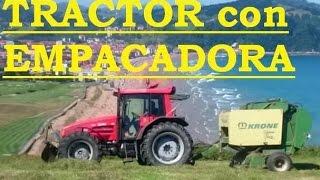 TRACTOR LAMBORGHINI con REMOLQUE GRÚA y EMPACADORA TRABAJANDO. Bolas de hierba. Video para niños