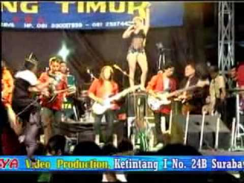 DANGDUT HOT BINTANG TIMUR, Cinta Gila, Putri Octavianus (Terminal JOYOBOYO Surabaya, 30 Juni 2010 )