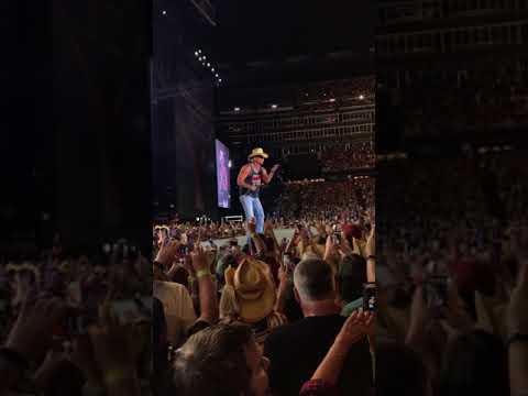 """Kenny Chesney Gillette stadium """"I go back""""  8/25/17"""