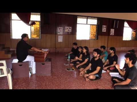 Singing course at the Drama School Mumbai : Warming up (1/3)