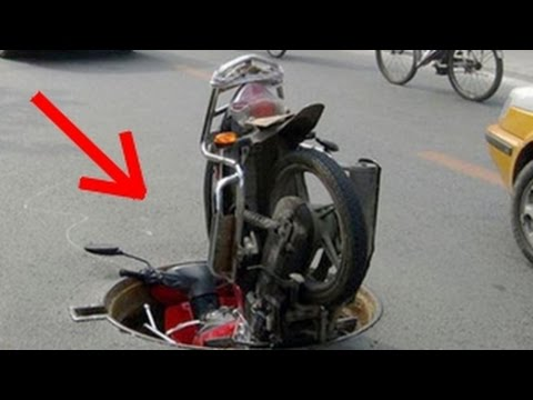Motorcycle Crashes, Funny Fails & Lucky Drivers!