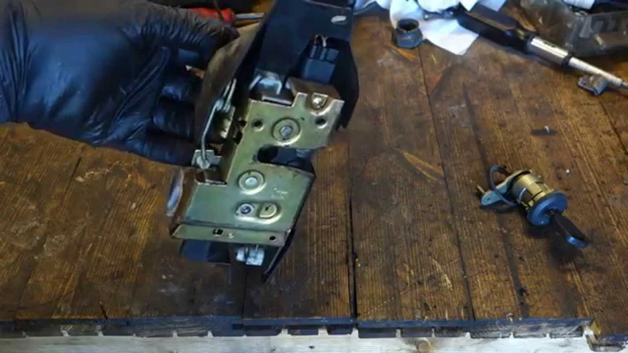 how works ford door lock system years 1995 to 2005 youtubehow works ford door lock system [ 1280 x 720 Pixel ]