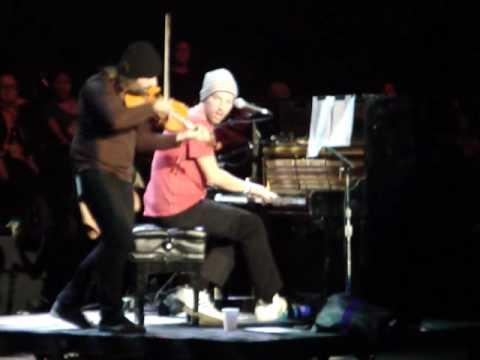 Chris Martin- Viva La Vida (Part 1 Acoustic) Bridge School Benefit 2009