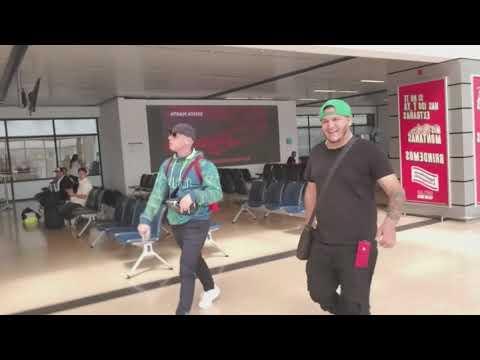 Broma a Cosculluela en el Aeropuerto