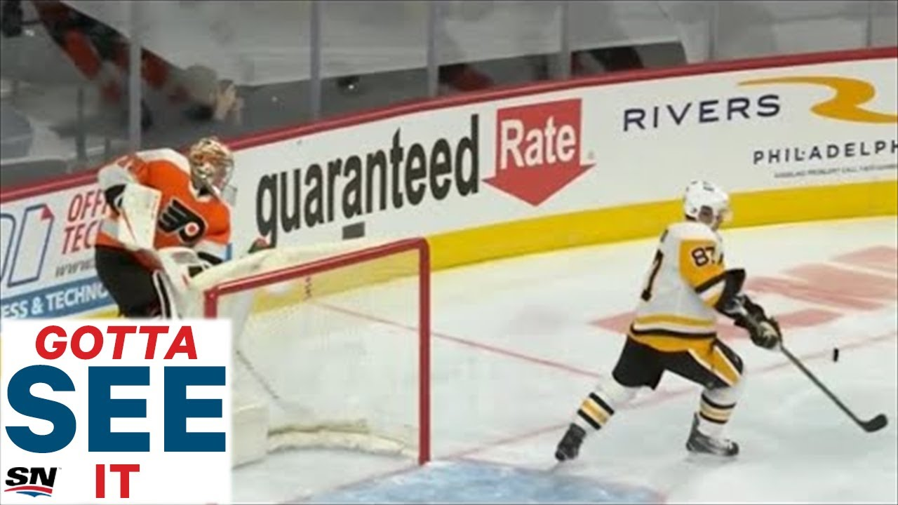 Watch as Carter Hart misplays the puck behind his own net which leads to an incredible goal from Sidney Crosby to tie the game.