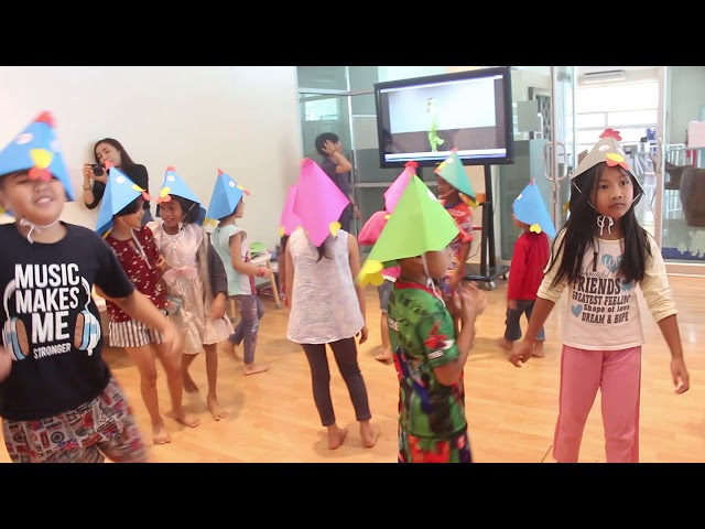 Animal Dance : Chicken  video by Waraporn Chaijaree present