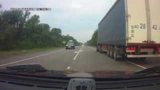 Понимание и уважение на дороге(Небольшое кино, в котором участвуют понимающие друг друга водители . Видео прислал автор и очевидец naiko2012...., 2013-11-13T16:42:46.000Z)