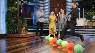 Michael Phelps, John Oliver, & Kristen Bell Play 'Foot Flickers'