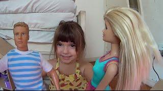 Barbie Boneca Ken Boneco Mattel filhos brincando balanço da Casa de Bonecas Toys Juguetes Kids