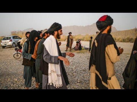 شاهد: عناصر من طالبان يرقصون ويغنون للترفيه عن أنفسهم