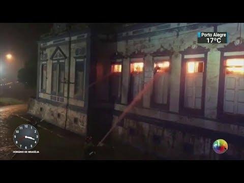 Polícia acredita que incêndio em hospital em SC foi criminoso | SBT Notícias (31/10/17)