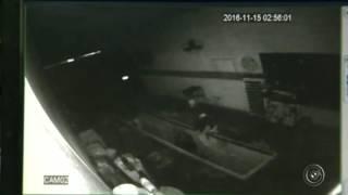 Грабитель залез в гараж и упал в яму, с отработанным маслом ютуб