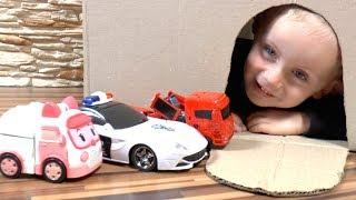 Тимур играет в машинки Игрушки и Спасает Пожарную, Полицейскую машины - Скорую Помощь из пещеры