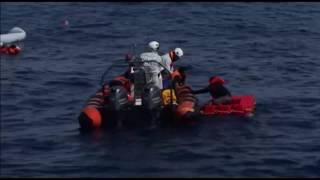 ከሜዲቴራኒያን ባህር የተረፉ ከአንድ ሺህ በላይ ፍልሰተኞች ጣልያን ወደብ ደረሱ - Thousands of Kemeditereniyeni Sea Survivors Arri