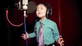 Er ist erst vier Jahre alt! Doch warte ab, bis Du ihn singen hörst
