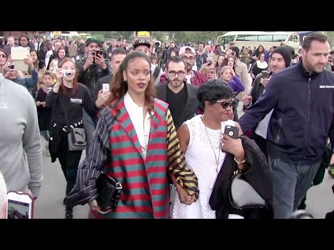 Get Rihanna treats her mother with a diner on the legendary Eiffel tower in Paris Images
