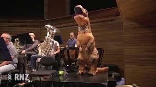 Gambar cover New Zealand Symphony Orchestra performs Jurassic Park